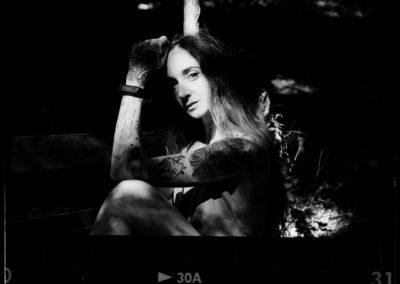 Nikon FE Rollei Retro 400s Angelica sulla panchina 1080